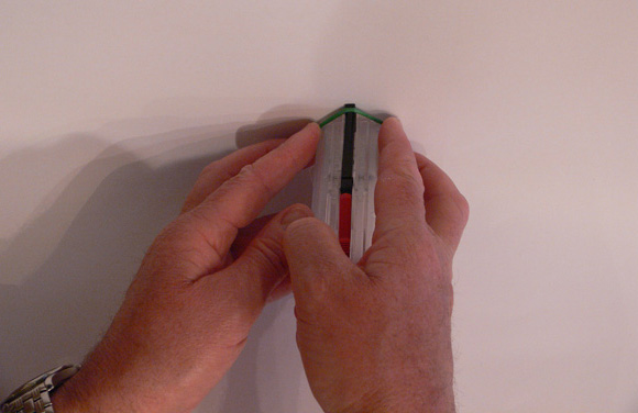 If having difficulty rolling the ring on, hold against a wall and push the ring forward with your fingers.